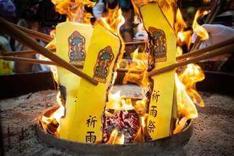 關帝廟祈雨祭出雷電旗 陳其邁求老天幫忙