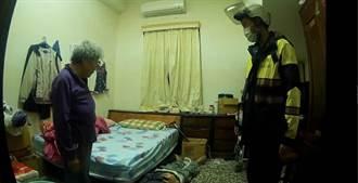 臥床老翁深夜跌下床 老伴無能為力 龜山警助一力