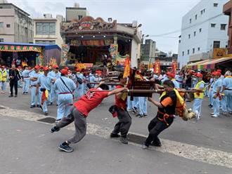 輔信王公聖誕 福海宮舉辦「飛輦轎、過金火」