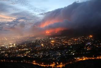 南非桌山野火延燒開普敦大學 師生全撤