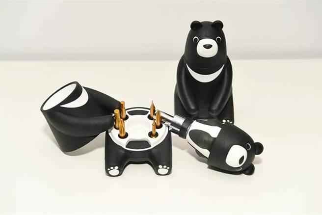 中钢今年纪念品为熊爱台湾棘轮起子工具组,外观採用可爱的黑熊造型设计,不少网友关心今(19日)买来不来得及。(中钢提供)