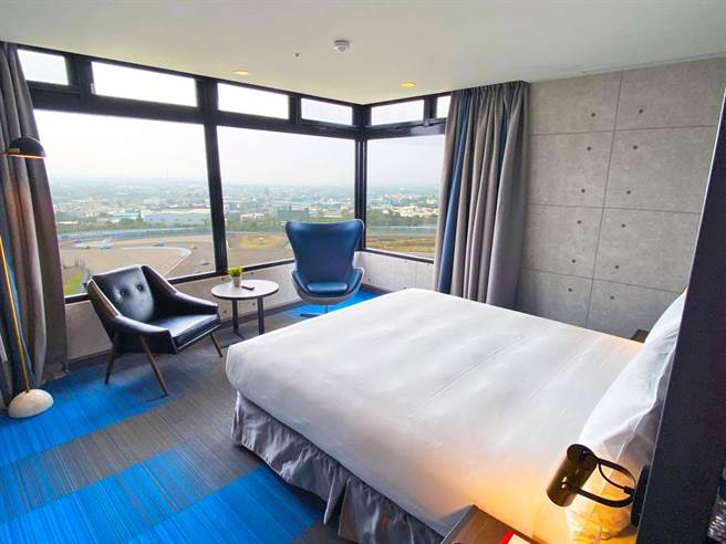 T12套房為270度環景,躺在床上就可看賽車。(麗寶樂園渡假區提供/陳淑娥台中傳真)