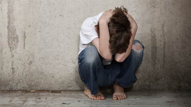 美國一名女老師日前遭到同事踢爆,與多名未成年男童啪啪。圖片為示意圖非本人。(圖/shutterstock)