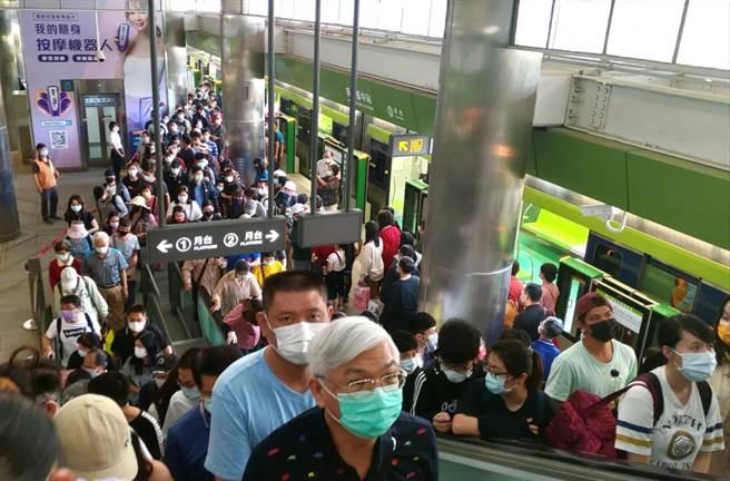 台中捷運綠線3月25日展開試營運,至4月18日收班為止,累計運量已超過180萬人次。(中捷公司提供/林欣儀台中傳真)