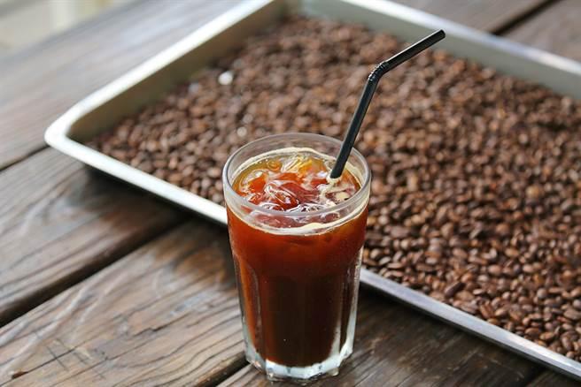 在海山花園咖啡館品嘗老闆自家烘焙和沖煮的咖啡。(攝影/Carter)