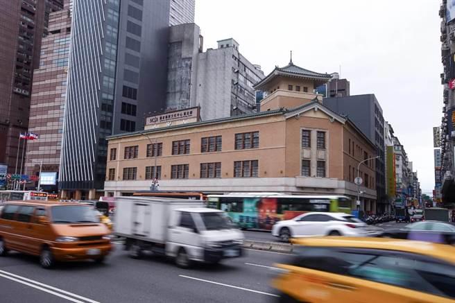 國家攝影文化中心台北館落址於市定古蹟「大阪商船株式會社台北支店」。(鄧博仁攝)