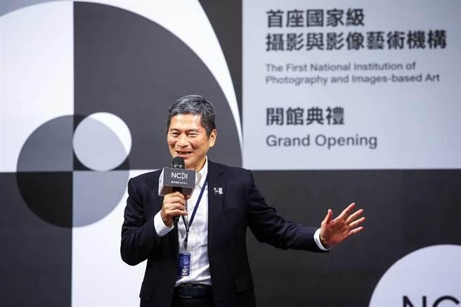文化部長李永得表示,國家攝影文化中心台北館開館是台灣視覺藝術史上非常重要的日子。(鄧博仁攝)