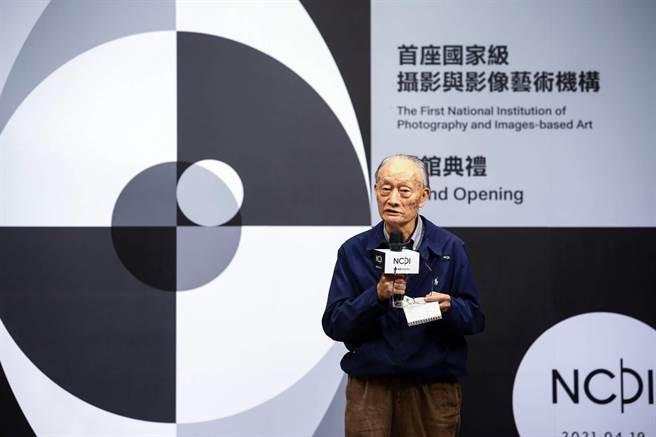 曾獲國家文藝獎的資深攝影家莊靈對國家攝影文化中心台北館未來營運提出建議。(鄧博仁攝)