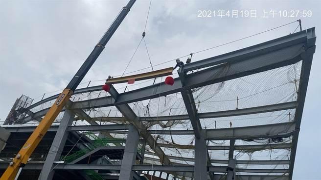 台中國際機場國內航廈改善工程19日舉行上梁儀式。(民航局提供/陳淑娥台中傳真)