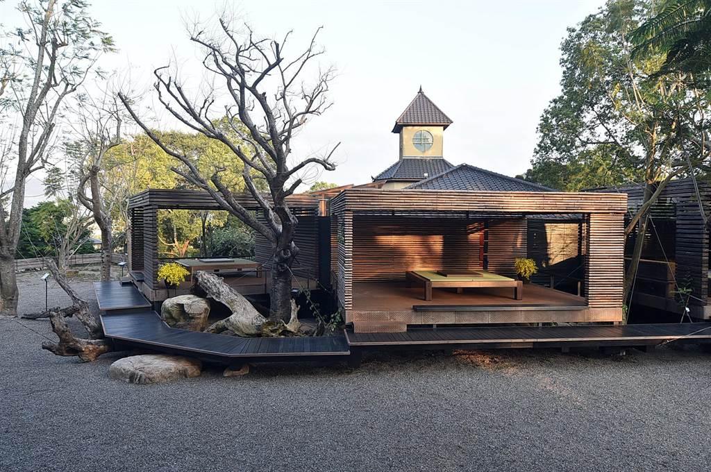 〈飞花落院〉的庭园区规画有多间茶亭,亭内可摆设茶席品茶、休憩。(图/姚舜)