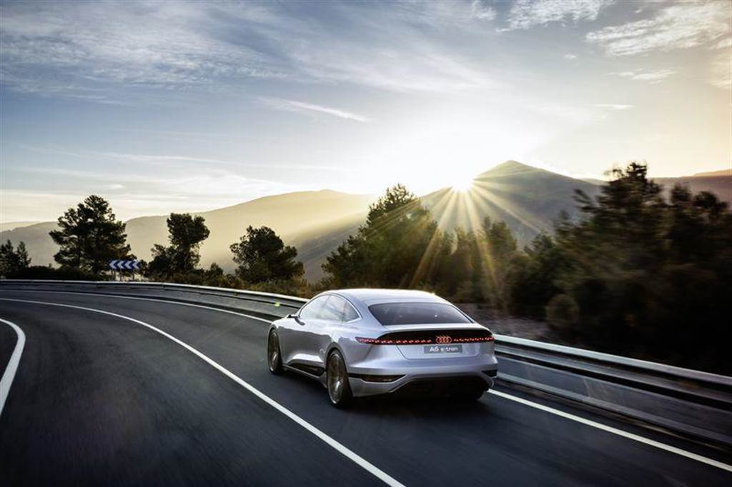 0.22 Cd 低風阻 + 700 公里續航力,Audi A6 e-tron 概念車上海車展亮相