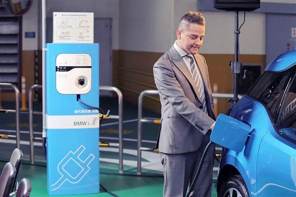 電動車也能在加油站充電! 57 座北基加油站年底前將大舉設置充電樁