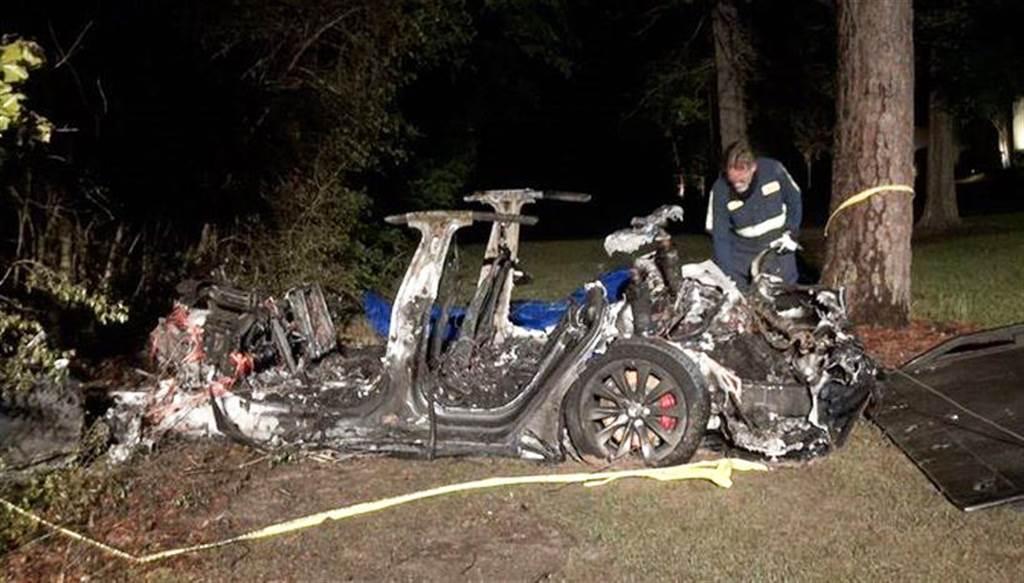 美自撞兩死事故是因為 Autopilot?馬斯克:那台 Model S 根本沒開 Autopilot
