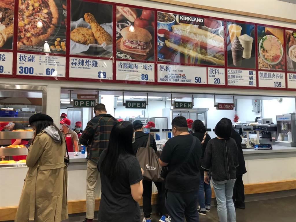 好市多推出的一款雞肉青醬三明治,網友評價兩極。(資料照)