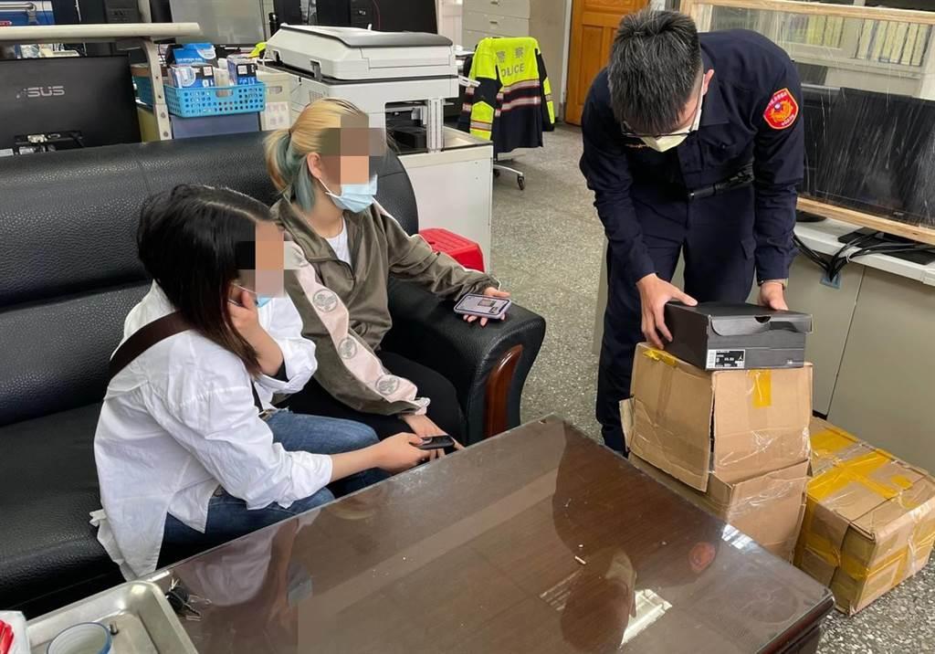 越南籍女子弄丟新買的運動鞋,暖警及時協助找回。(大園分局提供)