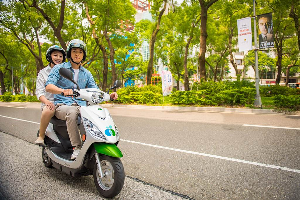 WeMo Scooter 推地球周 上百台地球車上線 連續八天 租車定位點化身可愛地球 騎限量車拿3小時免費騎