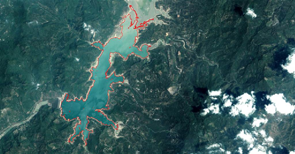 中央大學太空及遙測研究中心利用衛星遙測進行監測曾文水庫,發現水體面積由108年9月的1,714公頃減少至現今的556公頃。(圖/中央大學提供)