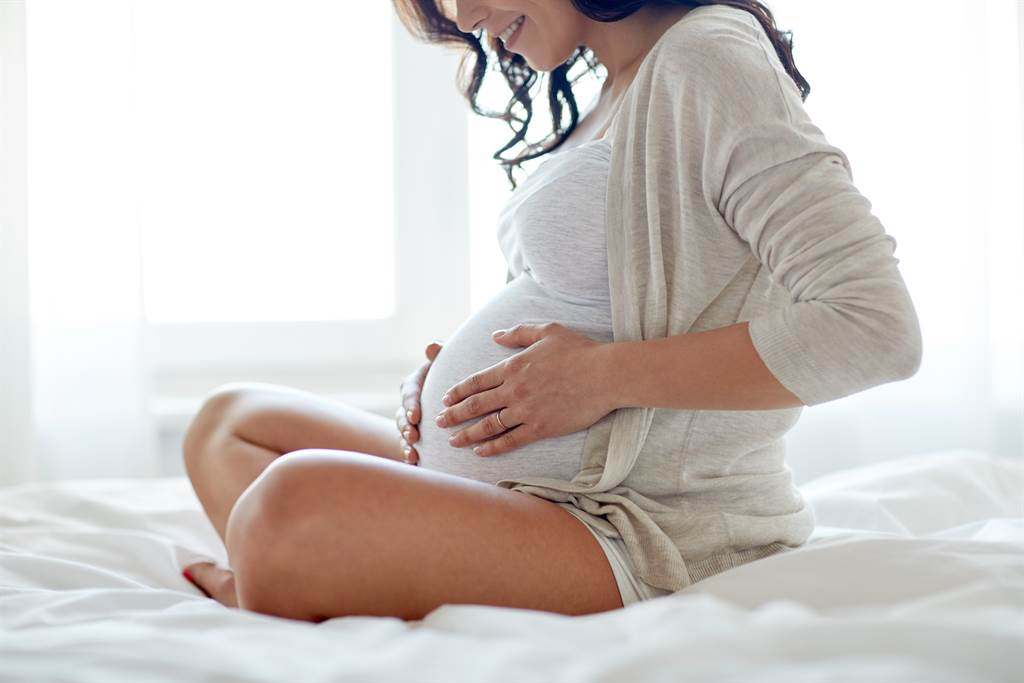 台湾在227个国家中敬陪末座,医师林静仪分析低生育现象的不理智面,她认为,在谈生育问题前,先拆掉社会文化的天花板比较实际。(图/Shutterstock)