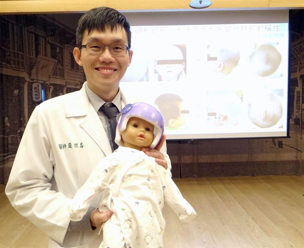 奇美醫學中心神經外科主治醫師嚴世島表示,寶寶睡姿頭形畸形,不注意恐影響嬰兒臉部。(曹婷婷攝)