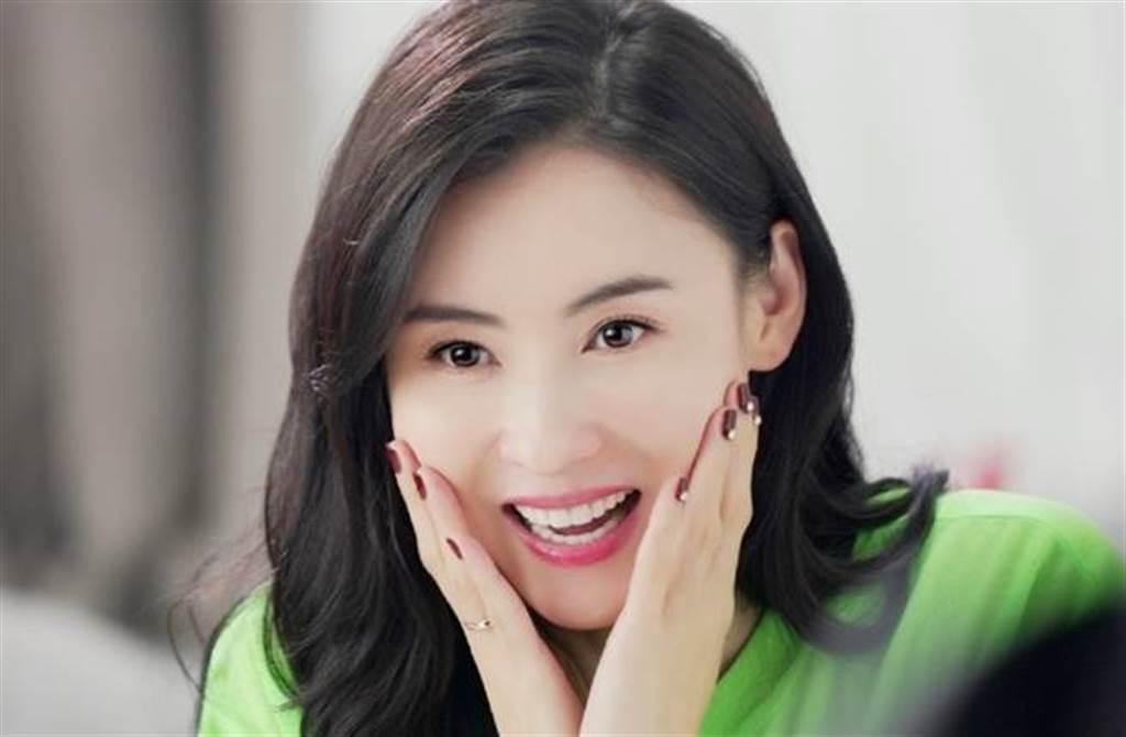 張柏芝宣布改名為「張百知」,她微博名稱也改成「我是張百知」。(圖/取材自張柏芝微博)