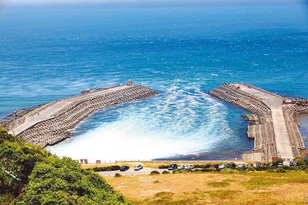 日本擬排放福島核事故廢水入海,我駐日代表謝長廷卻說,台灣核電廠廢水也是排入海,台電昨表示,台電排放的反應爐冷卻用水與日本接觸到爐心的爐水完全不同,圖為核二廠外出水口。(本報資料照片)