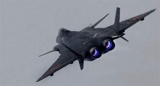 大陸試飛員稱 殲20改裝2維噴嘴 性能追上F-22