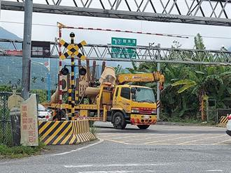 驚險90秒 花蓮貨車卡平交道 保全機警通報順利排除