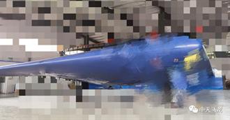 大陸民間公司展示飛龍2型匿蹤無人機 採飛行翼設計