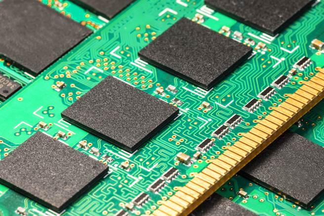 DRAM大廠南亞科今(20日)宣布將斥資新台幣3000億元,在新北市泰山南林科技園區投資興建12吋先進晶圓新廠,預計今年底開工。(示意圖/達志影像)