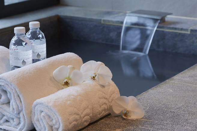 北投老爺酒店房內可盡享白磺溫泉。(北投老爺酒店提供)