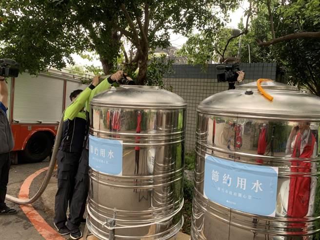 新竹市政府20日舉行抗旱會議提前部署,除了目前已完成各鄰里135個供水站設置規畫,再加上自來水公司規畫23個供水站,全市總計將設置158個供水站。(陳育賢攝)