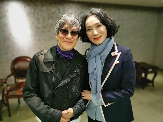 方國強(左)與坣娜在後台合影。(圖/品牌提供)
