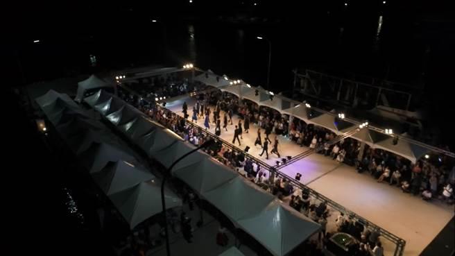 富基漁港多功能突堤碼頭曾舉辦大型時裝走秀。(新北市漁業處提供)