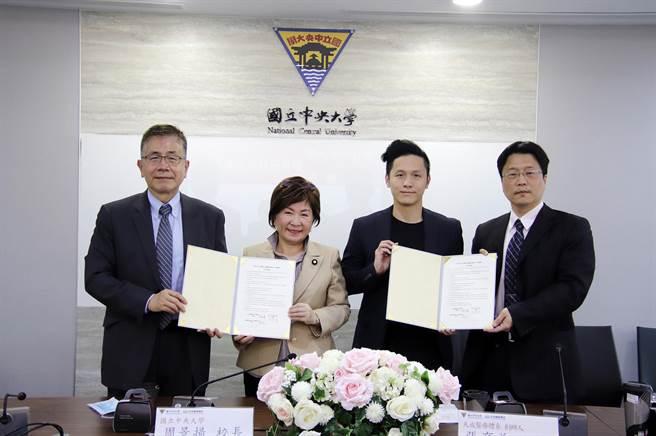 中大與天晟簽署聯合研發中心意向書。(中央大學提供/呂筱蟬桃園傳真)