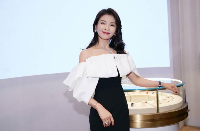 劉濤近年在戲劇、綜藝表現亮眼,而她與富商王珂的婚姻也是外界焦點。(圖/取材自微博)