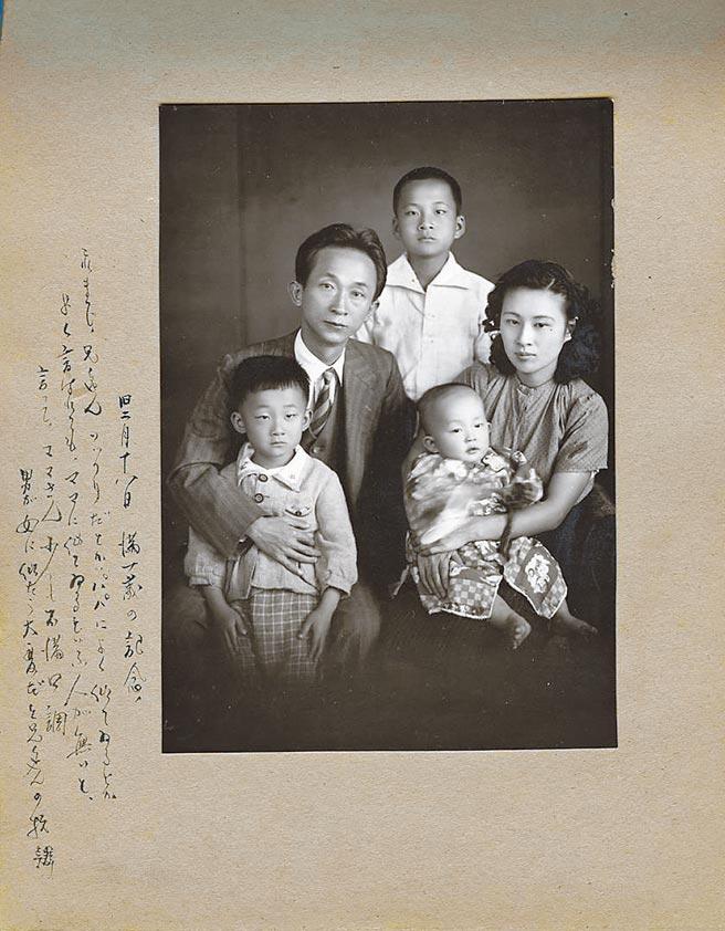 呂玉葉做為攝影家妻子,自是擁有最精美的家族照,彭瑞麟(左二)常年以照片與文字為骨肉製作成長札記。(阿波羅寫真館攝於1941,彭良岷提供)