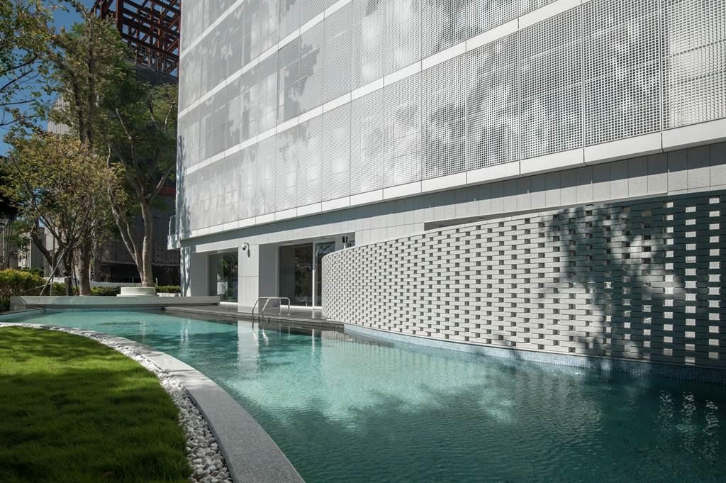 士林開發與日系建築大師山本理顯攜手推出融合磺溪綠海環境的「木蘭居」。(業者提供)