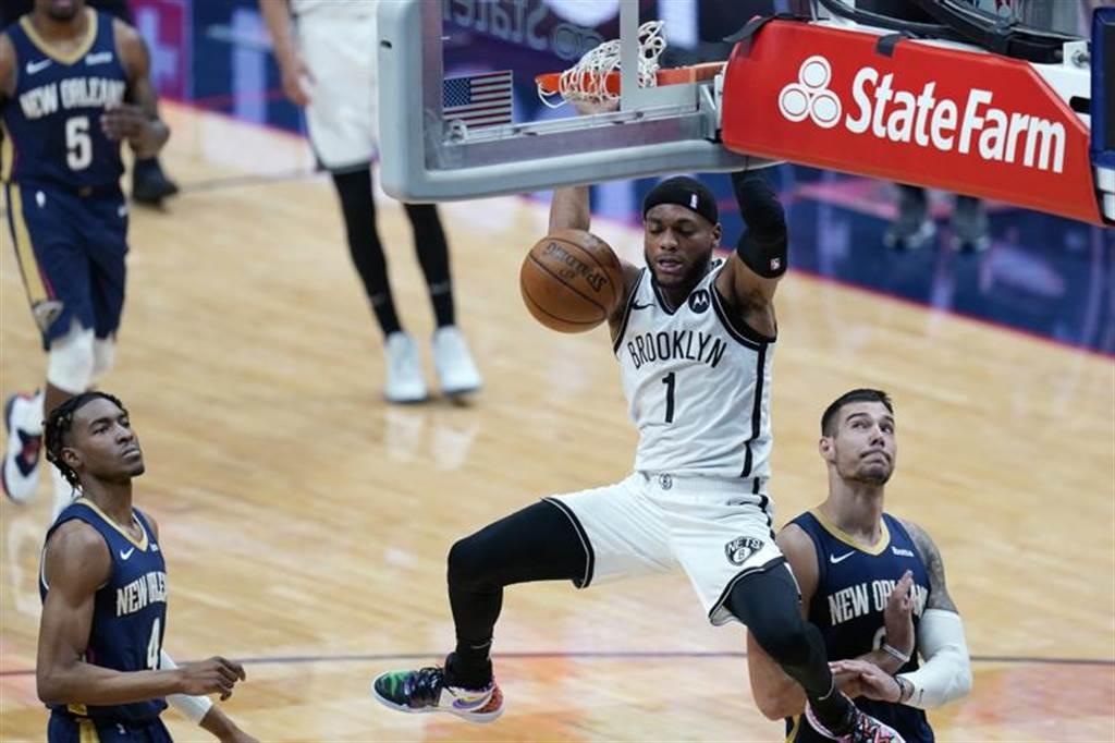 美國媒體進行統計,NBA所有球隊實力最強的爵士,場均垃圾時間最長,也就是他們經常打爆對手,而擁有五星戰線的籃網也不容小覷,他們的場均垃圾時間7分29秒,比湖人的6分39秒還要厲害。(美聯社)