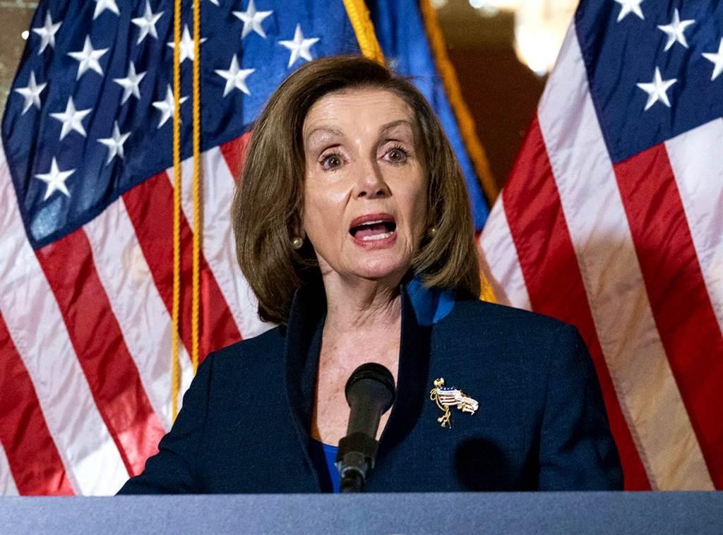 美國民主黨籍眾議院議長裴洛西(Nancy Pelosi)20日感謝被警察壓頸喪命的佛洛伊德,感謝他為正義「犧牲性命」。(資料照/美聯社)