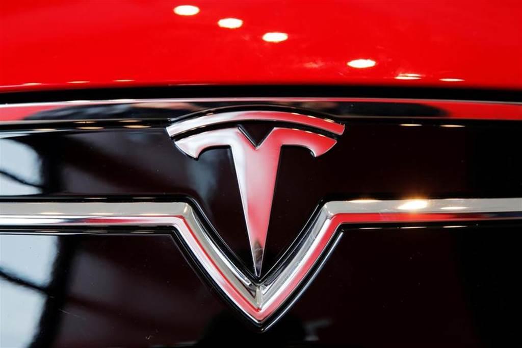 特斯拉起火機率比燃油車低十倍:平均每 3.3 億公里才會發生一次火燒車事故
