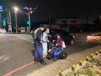 男子酒醉坐輪椅在路口昏睡  暖警解危協助返家