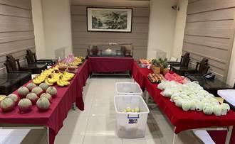 攤販欠稅11萬背後藏洋蔥 執行署動員用現金下架他家水果