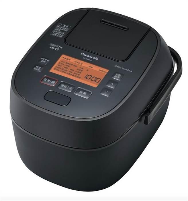 Panasonic日本製可變壓力IH電子鍋SR-PAA100,5月31日前回函送日本進口金芽米及咖啡手沖壺,8月17日前買就送G&W日式10件餐具組。(Panasonic提供)