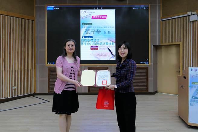 臺南大學邀請張子瑩,以「前瞻基礎建設─民生公共物聯網計畫推動」為題,講述民生公共物聯網計畫成果與未來展望(圖片/台南大學提供)