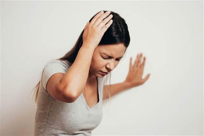 流行性腦脊髓膜炎主要好發於每年11月至隔年4月,一旦流行時,無症狀帶菌率可高達5至10%。(示意圖/Shutterstock)