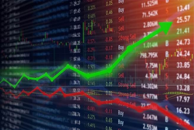 長榮股價持續飆漲,引起網友們熱烈討論。(圖/shutterstock)