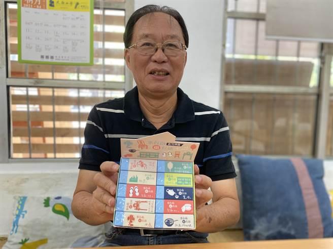 台南社大環境行動小組召集人黃煥彰將帶著1盒「無毒留聲」創意橡皮擦送小英。(曹婷婷攝)