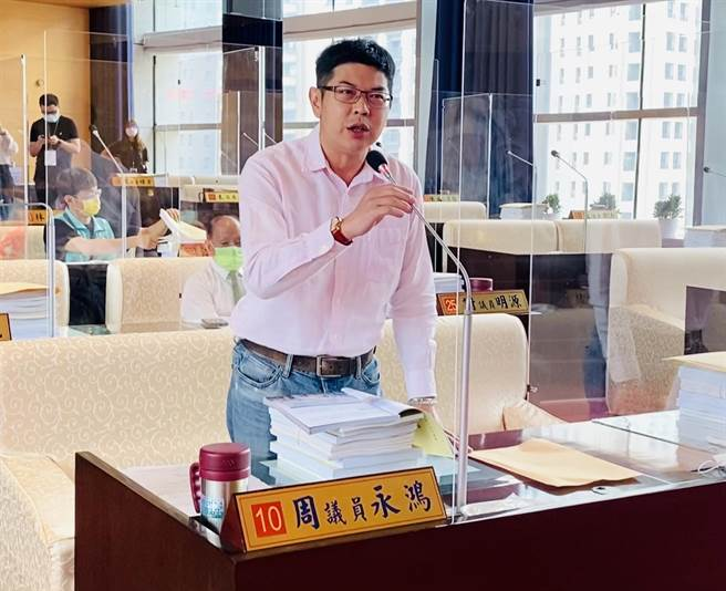 台中市議員周永鴻批評市府漠視原縣區,YouBike2.0在原縣區設置站數幾乎為0。(盧金足攝)