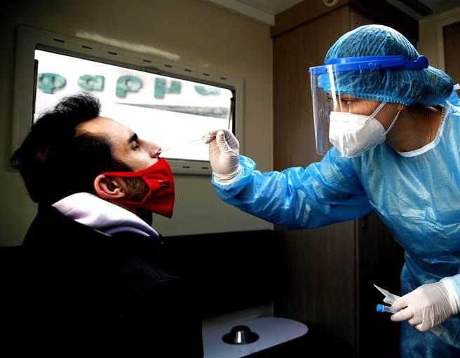 新冠肺炎大流行已經撼動了全球最大經濟體的排名。(資料照/美聯社)