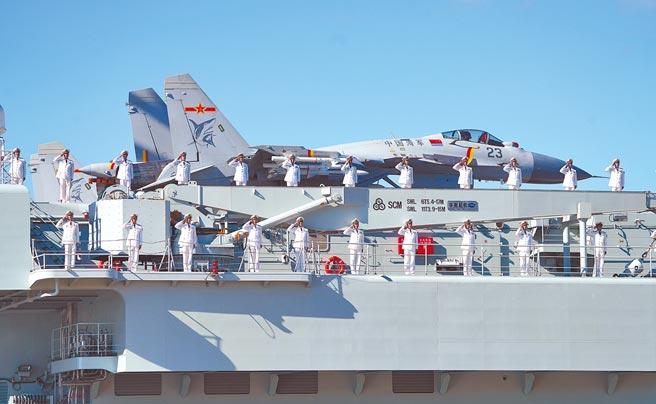 山東艦是大陸第一艘國產航母,母港在海南三亞軍港。(新華社)